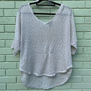 Jessica Simpson Tops - ⚡️NEW ⚡️Jessica Simpson White/Gold Loose Knit Top